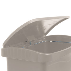 Rubbermaid 1883456 basurero Slim-jim front Step-on con capacidad para 8 gal, color beige con pedal